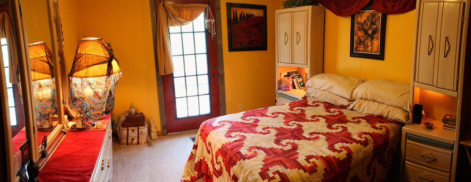 Lalla's Room provides guest accommodations for 1 person during Samadhi Silent Retreats